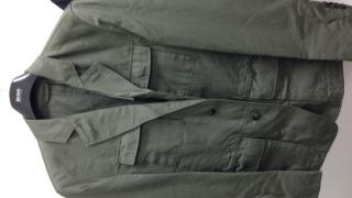 HUGO BOSSのジャケット 本では雑誌でも紹介されていた商品だったのですが60%オフのセール品だったのでお得に買い物ができました。