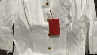 ヴィヴィアンウエストウッドのシャツ 日本では手に入りにくいものなので、買えて嬉しいです。